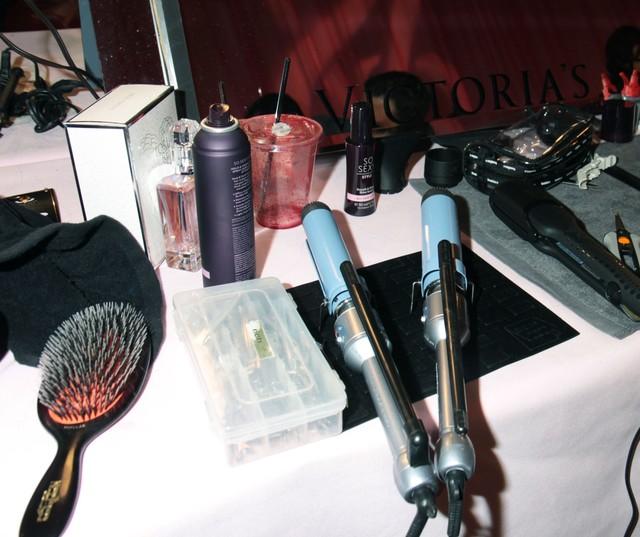Akcesoria i kosmetyki zza kulis pokazów mody (FOTO)
