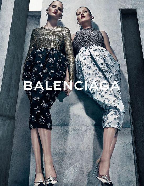 Zmysłowe Kate Moss i Lara Stone w kampanii Balenciaga
