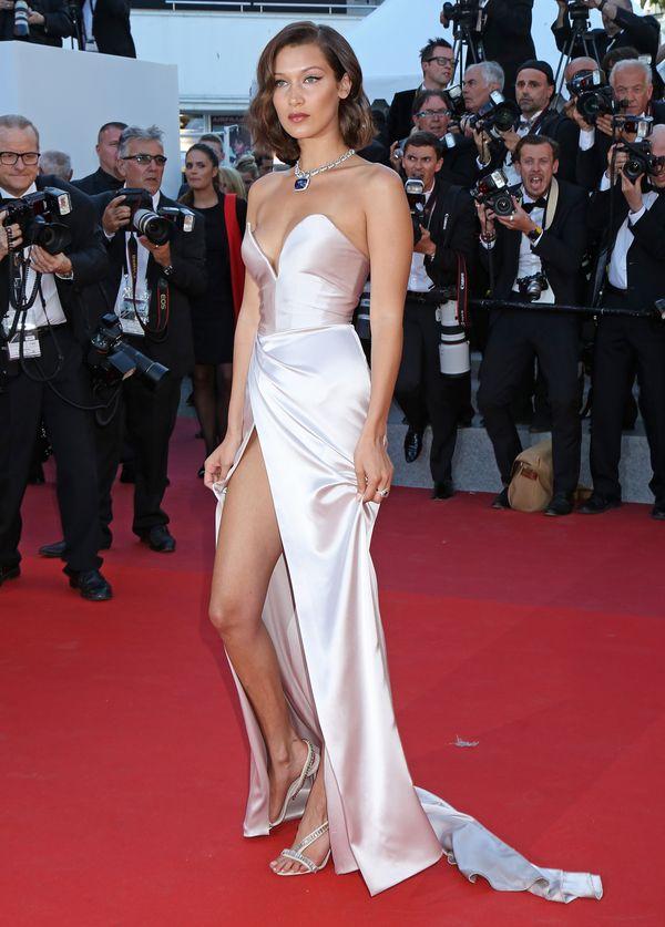 Taka wpadka! Całe majtki na wierzchu, czyli Bella Hadid na festiwalu w Cannnes
