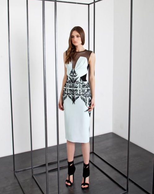 Teri Hatcher w biało-czarnej sukience Basil Soda
