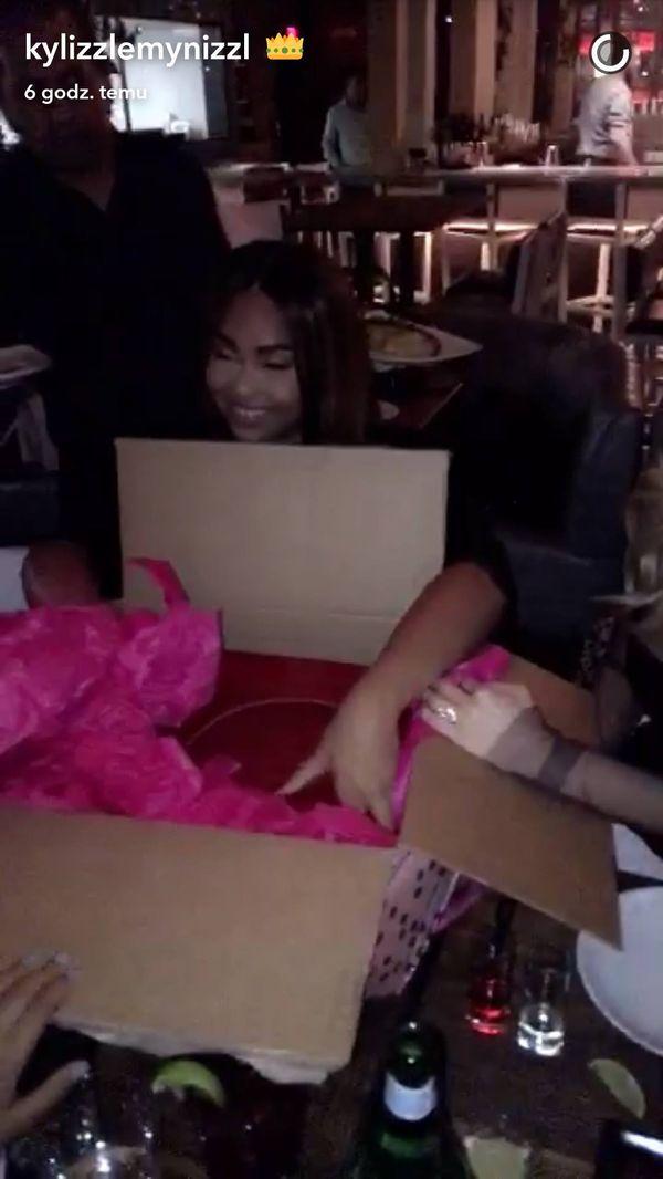Jesteście ciekawe, jakie prezenty urodzinowe wręcza swoim znajomym Kylie Jenner?