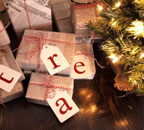 Tanie i efektowne pomysły na pakowanie prezentów świątecznych