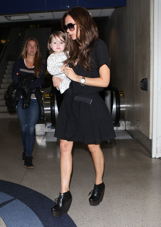 Victoria Beckham w czarnej sukience Balenciaga