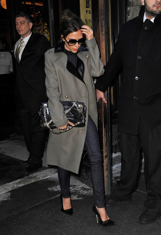 Victoria Beckham w militarnym płaszczu