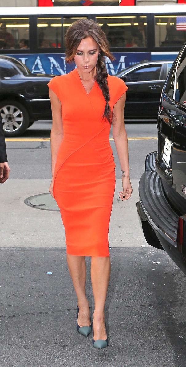 Victoria Beckham w pomarańczowej sukience