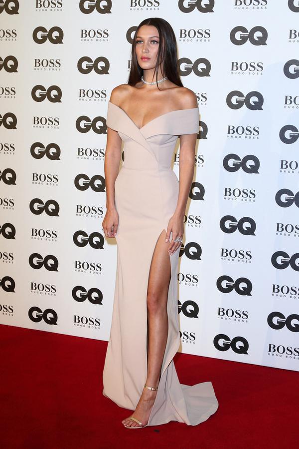 Posągowa Bella Hadid na gali GQ (FOTO)
