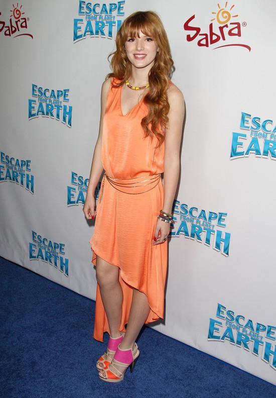 Bella Thorne w asymetrycznej sukience (FOTO)