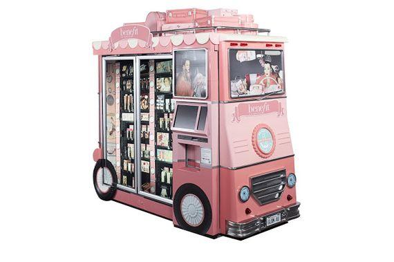 Makijażowe autobusiki od Benefit (FOTO)