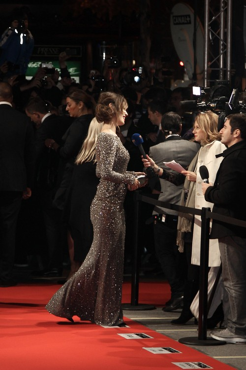 Berenice Marlohe na pokazie Skyfall w Paryżu