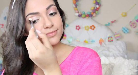 Bethany Mota prezentuje pomysł na świąteczny makijaż (VIDEO)