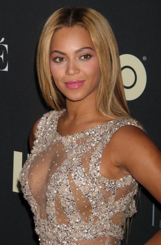 Beyonce w jasnej sukni