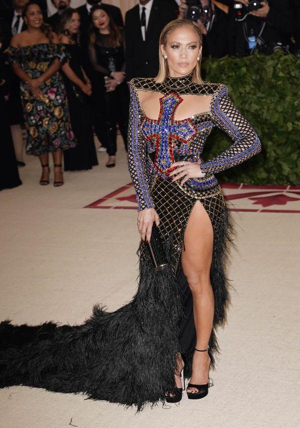 Jennifer Lopez również uległa modzie na kolczyki we włosach! (FOTO)