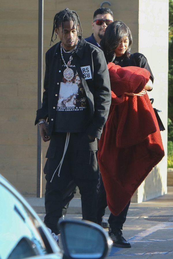 Tak Kylie Jenner chowa się przed paparazzi! (FOTO)