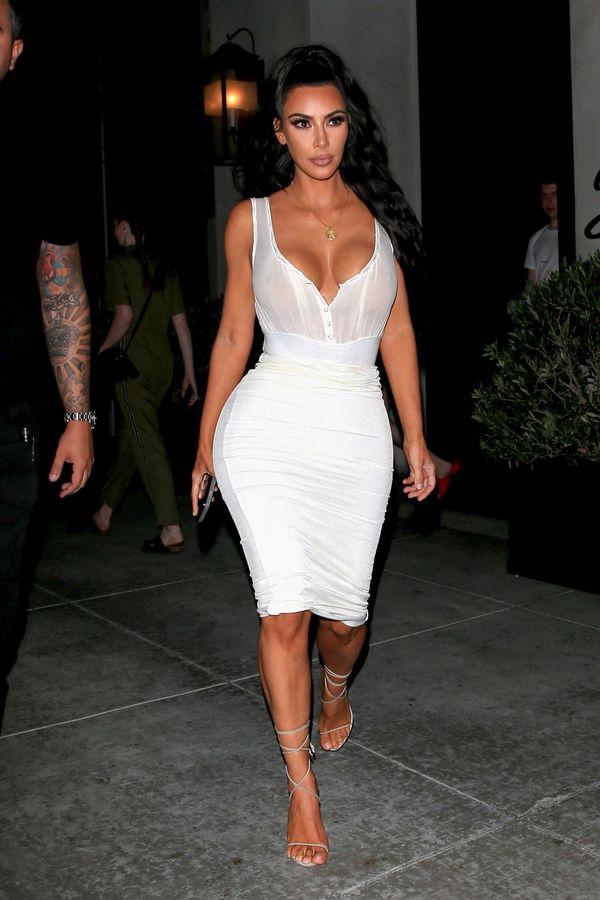 Kim Kardashian znika w oczach? Jest BARDZO szczupła! (FOTO)