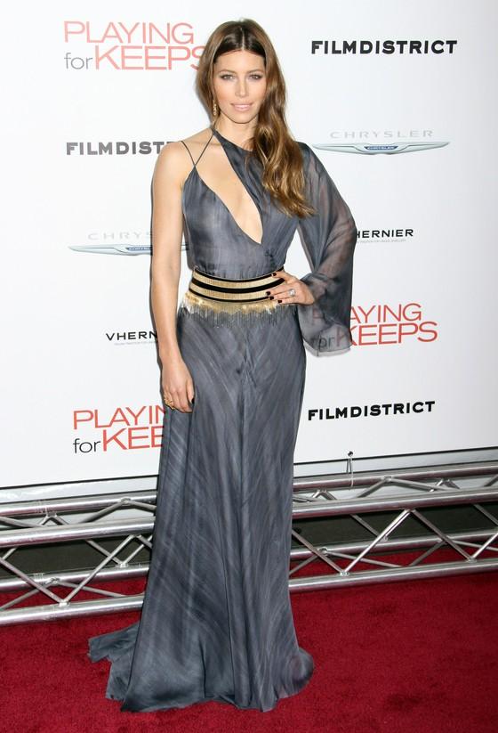 Jessica Biel w asymetrycznej sukni