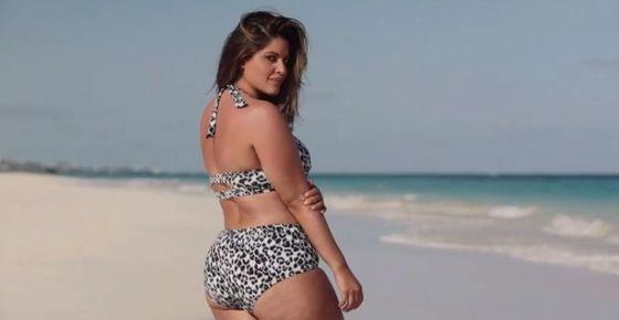 Rozstępy, fałdki i cellulit w kampanii kostiumów kąpielowych