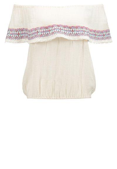 Gorący trend - Odkryte ramiona w bluzkach na lato
