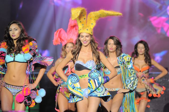 Playboy zorganizował show w stylu Victoria's Secret! (FOTO)