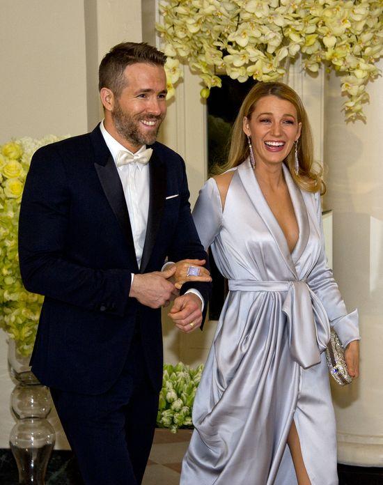 Blake Lively w satynowej sukience Raplh&Russo (FOTO)