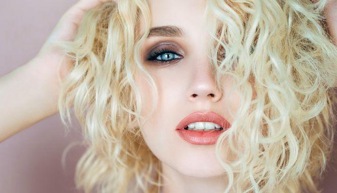 Najpiękniejszy Makijaż Dla Blondynek Z Niebieskimi Oczami Zeberkapl