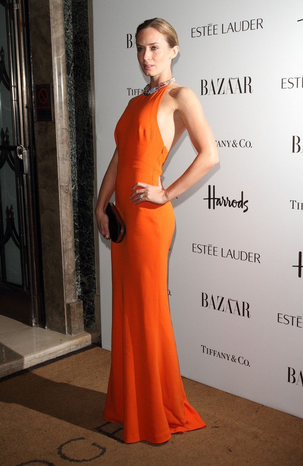 Emily Blunt w pomarańczowej sukni Alexandra McQueena