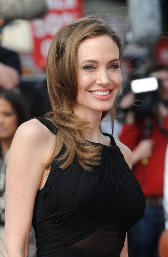 Angelina Jolie w Saint Laurent (FOTO)