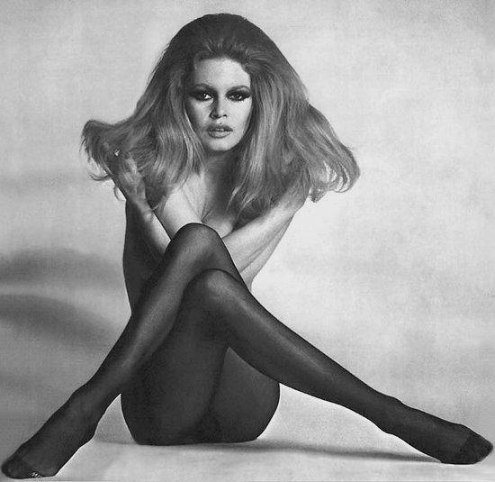 Julia Pietrucha w legendarnej pozie Brigitte Bardot