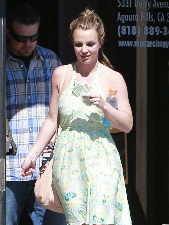 Britney Spears powoli wraca do blondu (FOTO)
