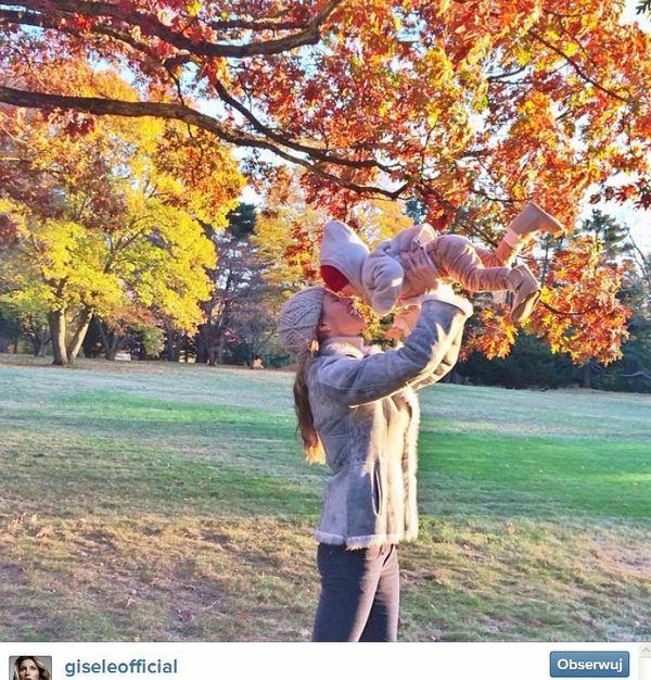 Gisele Bundchen karmi piersią roczną córeczkę