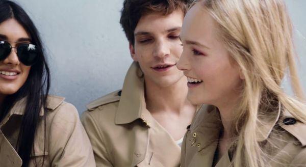 Młoda ekipa w reklamie Burberry wiosna/lato 2014
