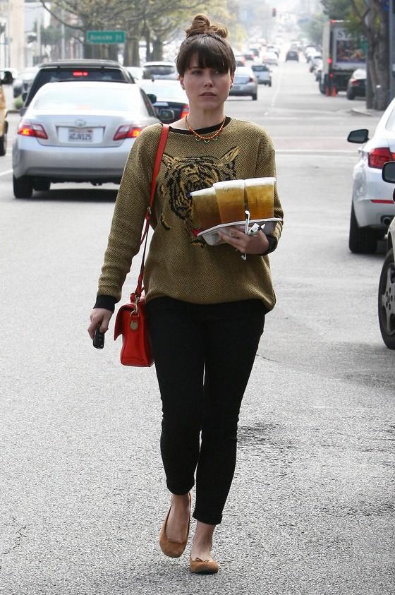 Sophia Bush w swetrze z tygrysem