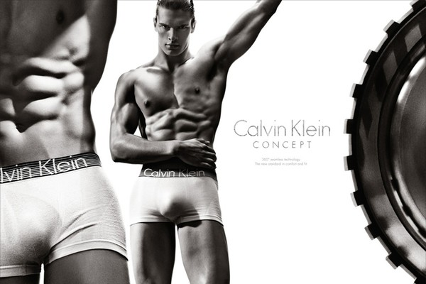 Gorąca kampania bielizny od Calvina Kleina
