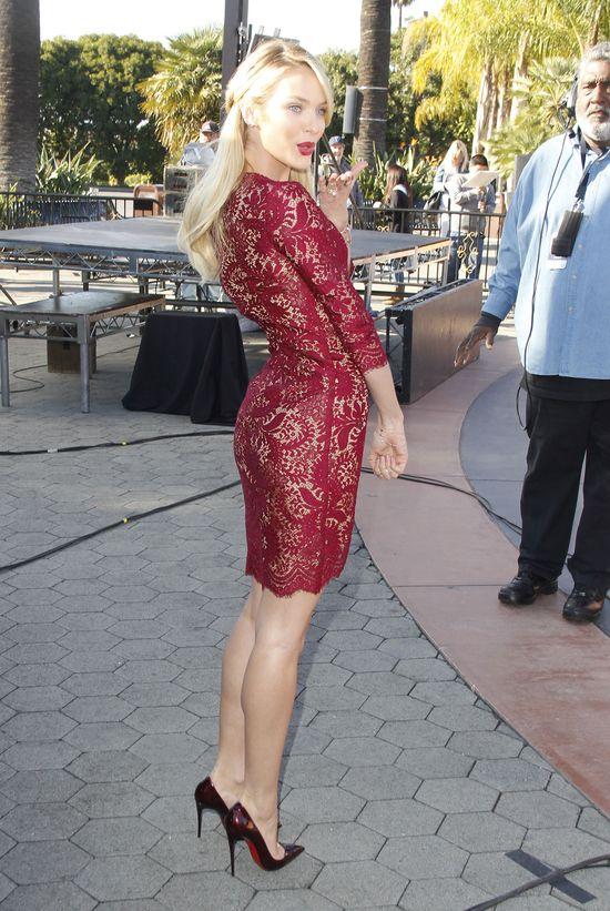 Candice Swanepoel kocha czerwień (FOTO)