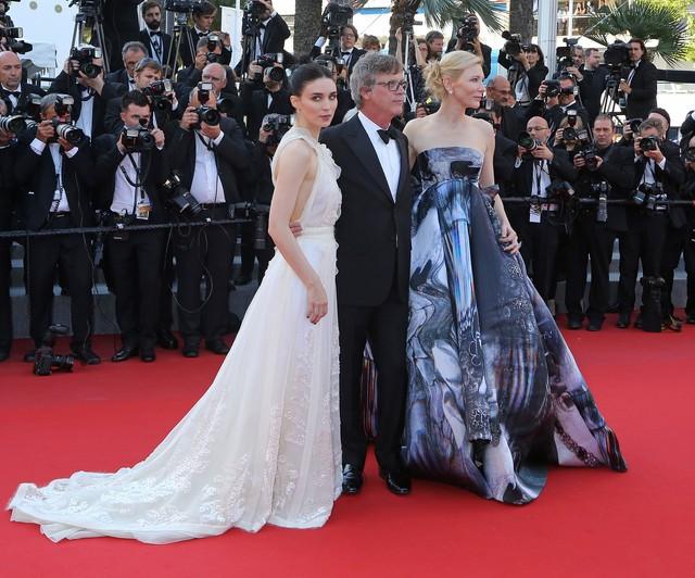 W Cannes wyproszono kobiety w butach na płaskim obcasie!
