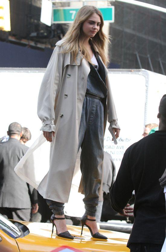 Cara Delevingne znowu pozuje dla DKNY (FOTO)