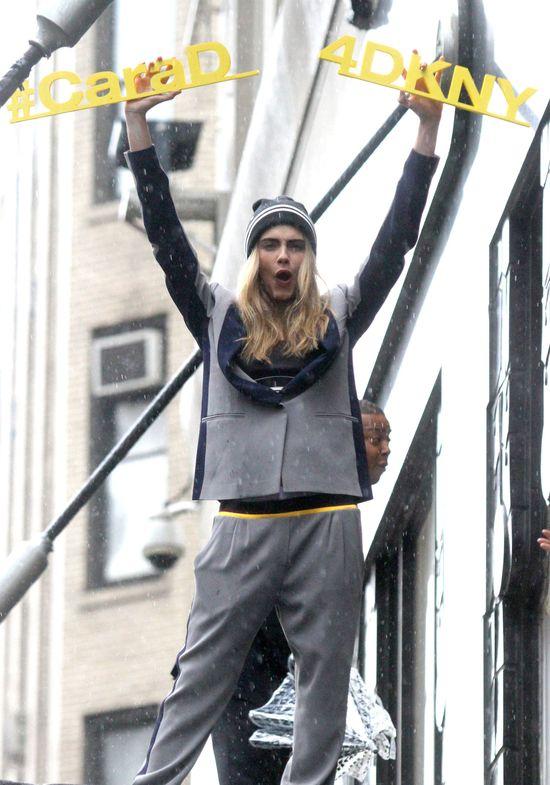Tak Cara Delevingne pokazała światu swoją kolekcję dla DKNY