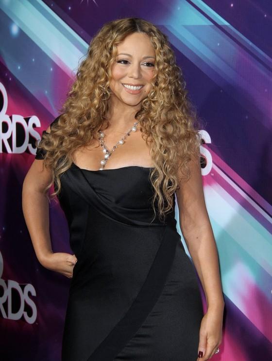 Mariah Carey w czarnej sukni