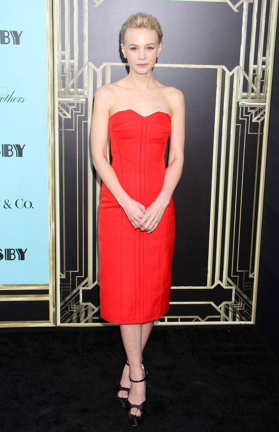 Carey Mulligan w czerwonej sukience