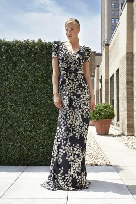 Dianna Agron w kreacji  Carolina Herrera Resort 2014
