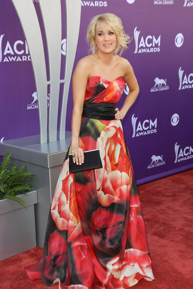 Carrie Underwood w pięknej sukni w kwiaty (FOTO)