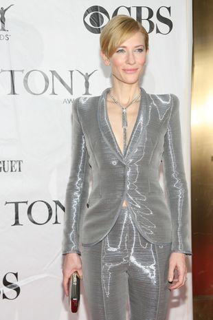 Cate Blanchett w srebrnym garniturze