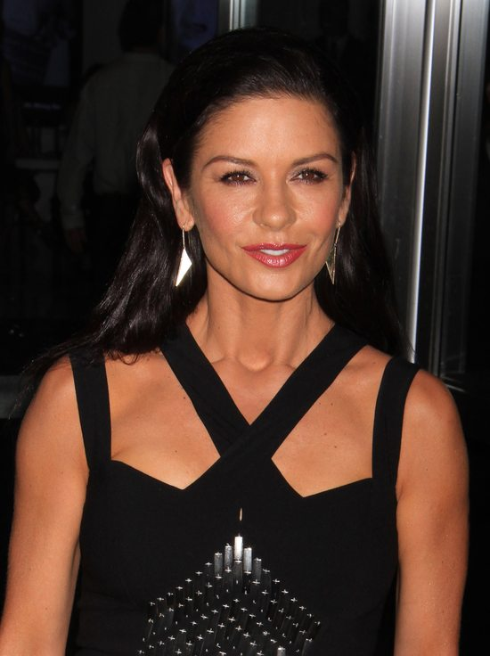 Catherine Zeta-Jones w sukience Michaela Korsa