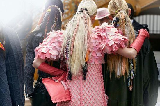 6 modnych dodatków do fryzur w stylu gwiazd (FOTO)