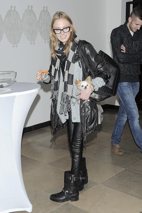 Czy blogerka Charlize Mystery wygląda jak wyrocznia mody?