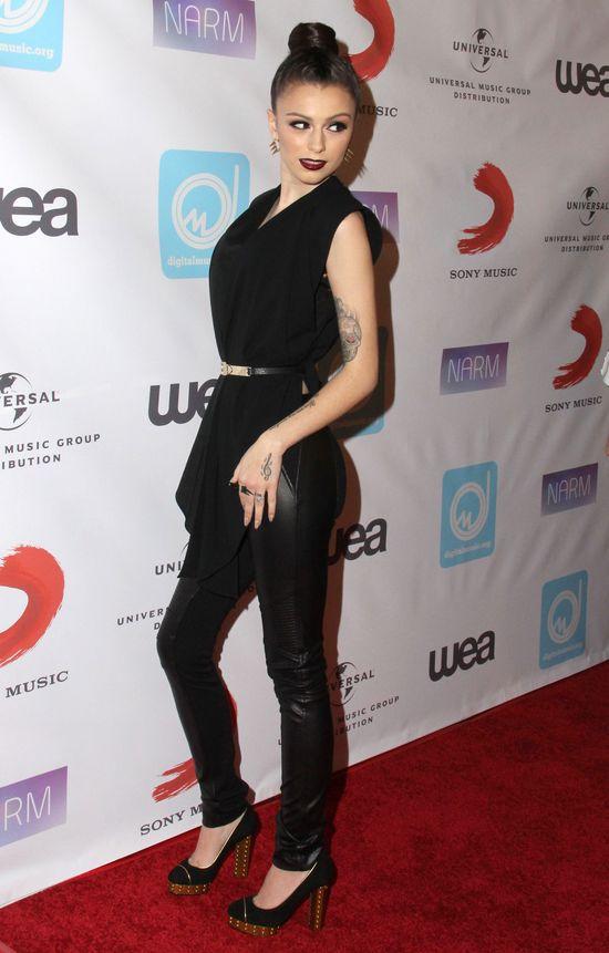 Cher Lloyd w skórzanych spodniach