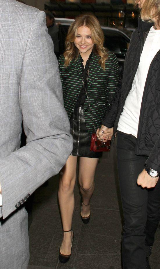 Chloe Grace Moretz uwielbia skórzane mini