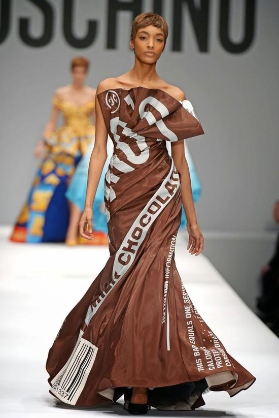 Ta czkoladowa sukienka podzieliła krytyków (FOTO)