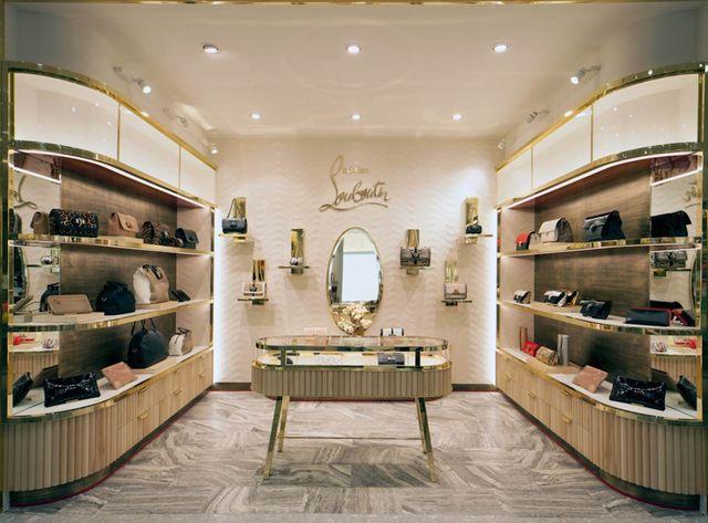 Christian Louboutin otworzył pierwszy butik z torebkami