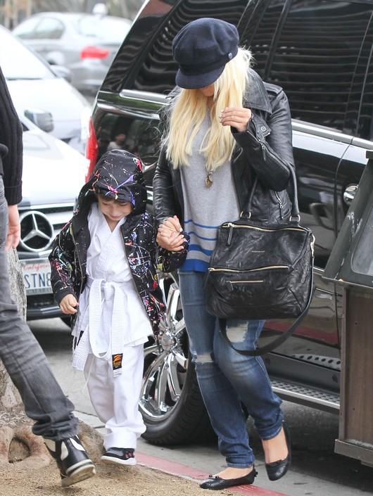 Co Christina Aguilera chowa pod czapką? (FOTO)