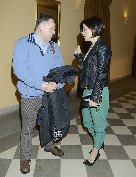 Katarzyna Cichopek w zielonych spodniach